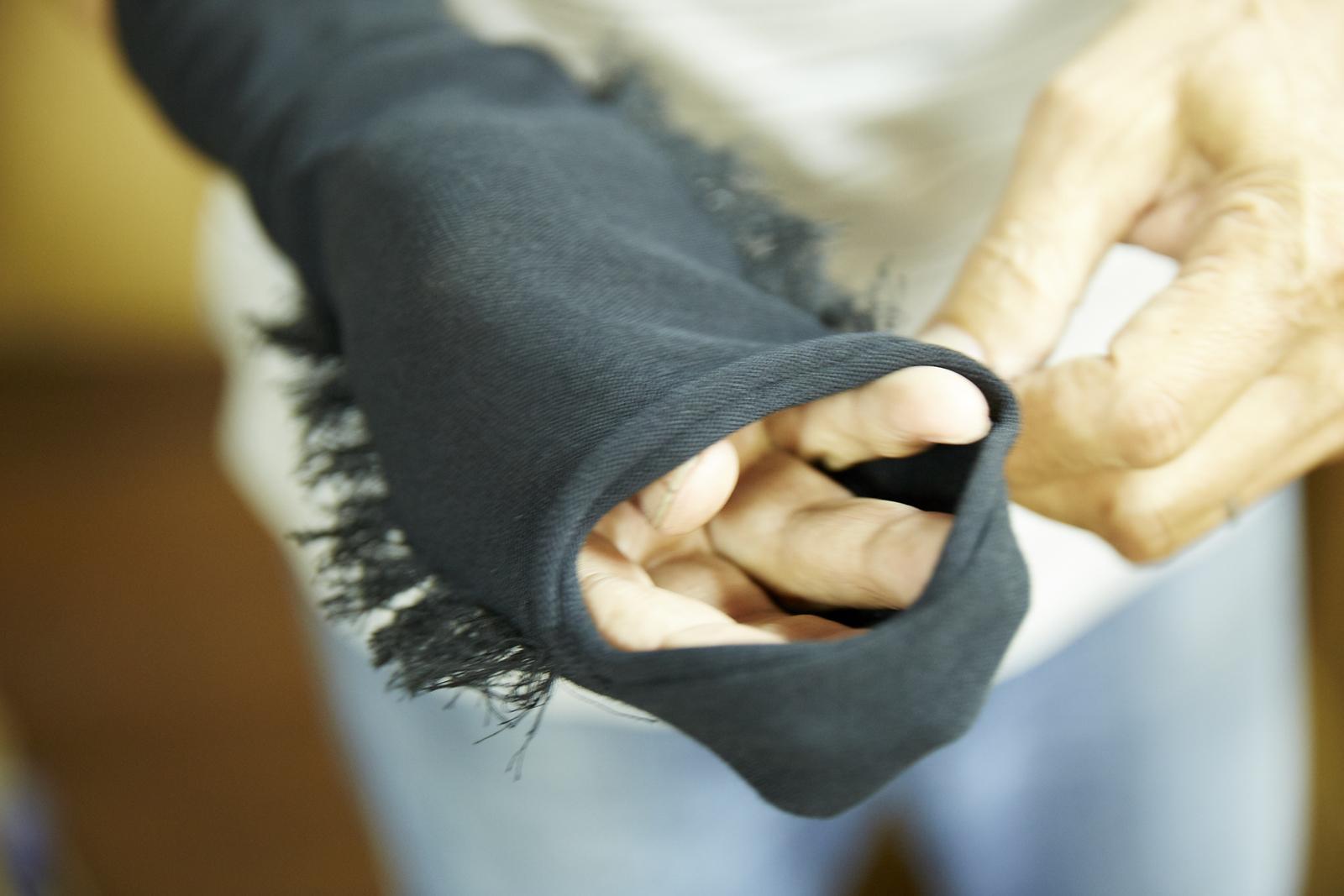 できたてほやほや。靴下は裏の状態で編み立てられているのですね。
