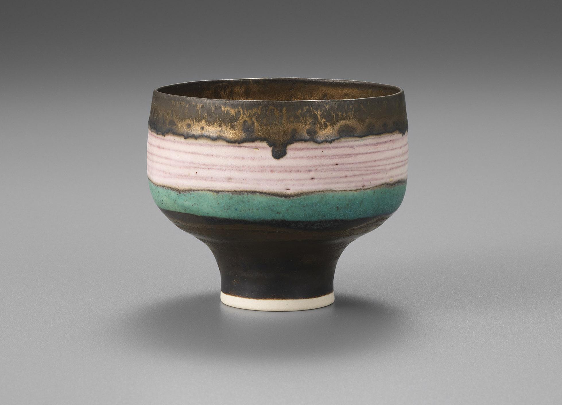 ルーシー・リー《ピンク線文碗》1975-79年頃 東京国立近代美術館蔵