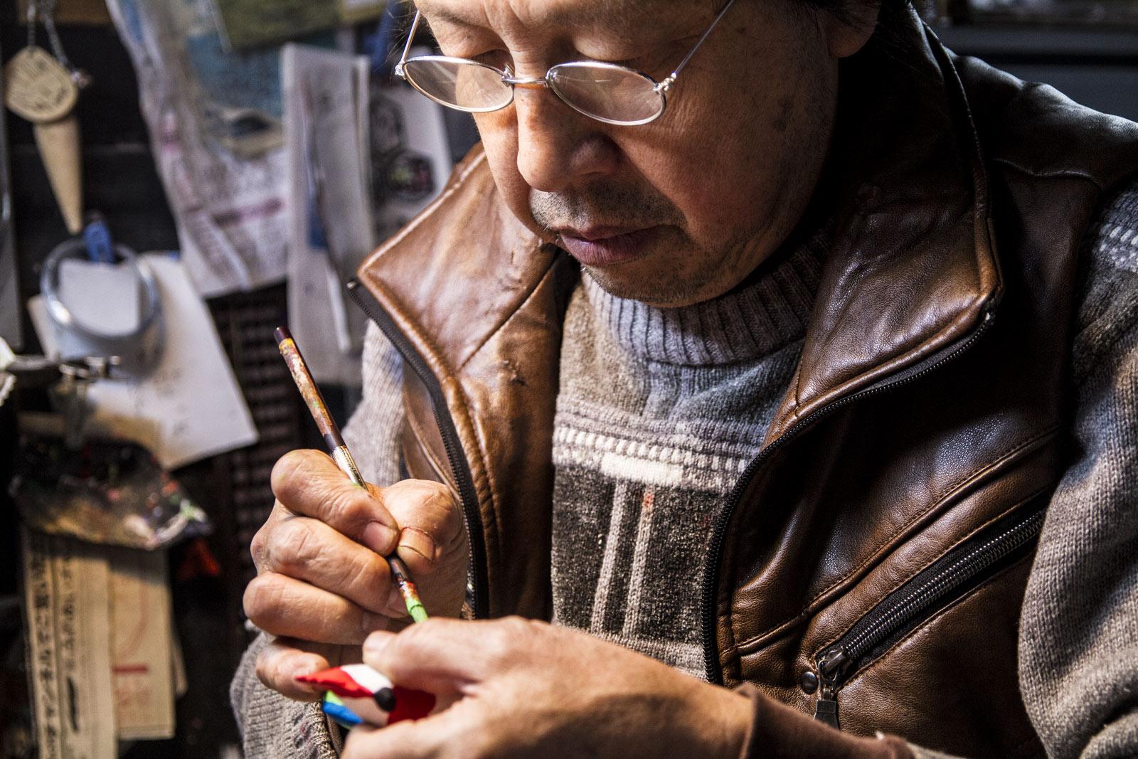 干支の張り子の絵付けでお忙しいのに快く迎えてくださった田中さん。
