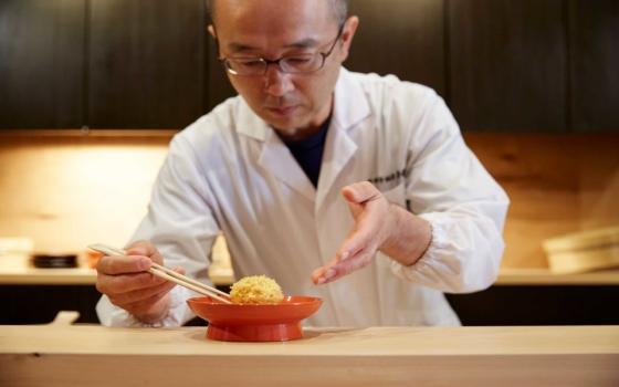 ご主人の喜多さん。要予約のカウンター席では喜多さんが目の前で作る和菓子を堪能できる