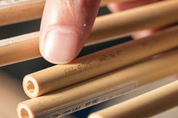 「目鼻」用など、描く絵の部分によって細かく筆を使い分けています。
