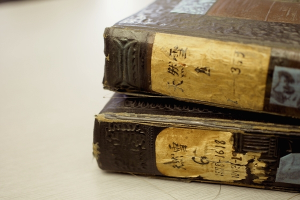一冊一冊、丁寧に分類されている宇吉郎の結晶写真。