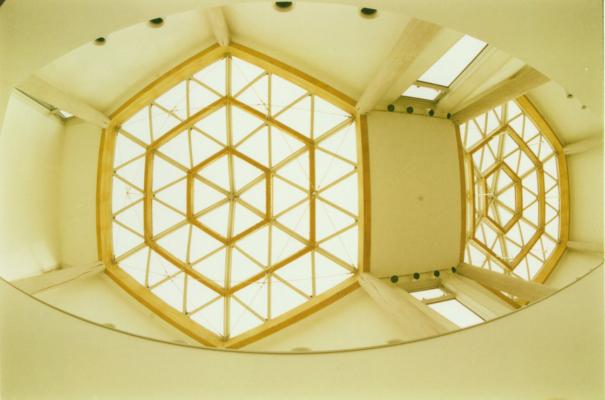 天井までもが雪モチーフ。©雪の科学館