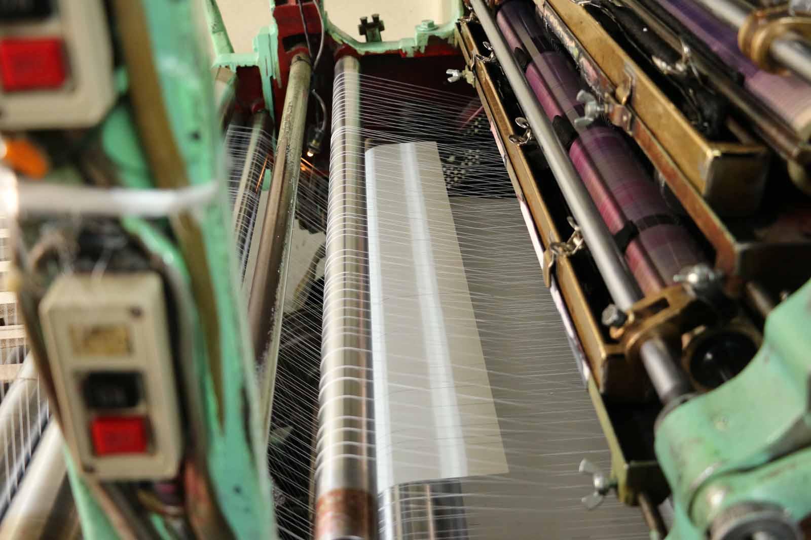 紙が機械の中心部に近づいてきました