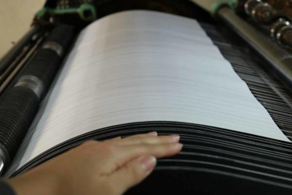 インクがすぐ乾くよう、紙を送る土台にはヒーターが入っています。