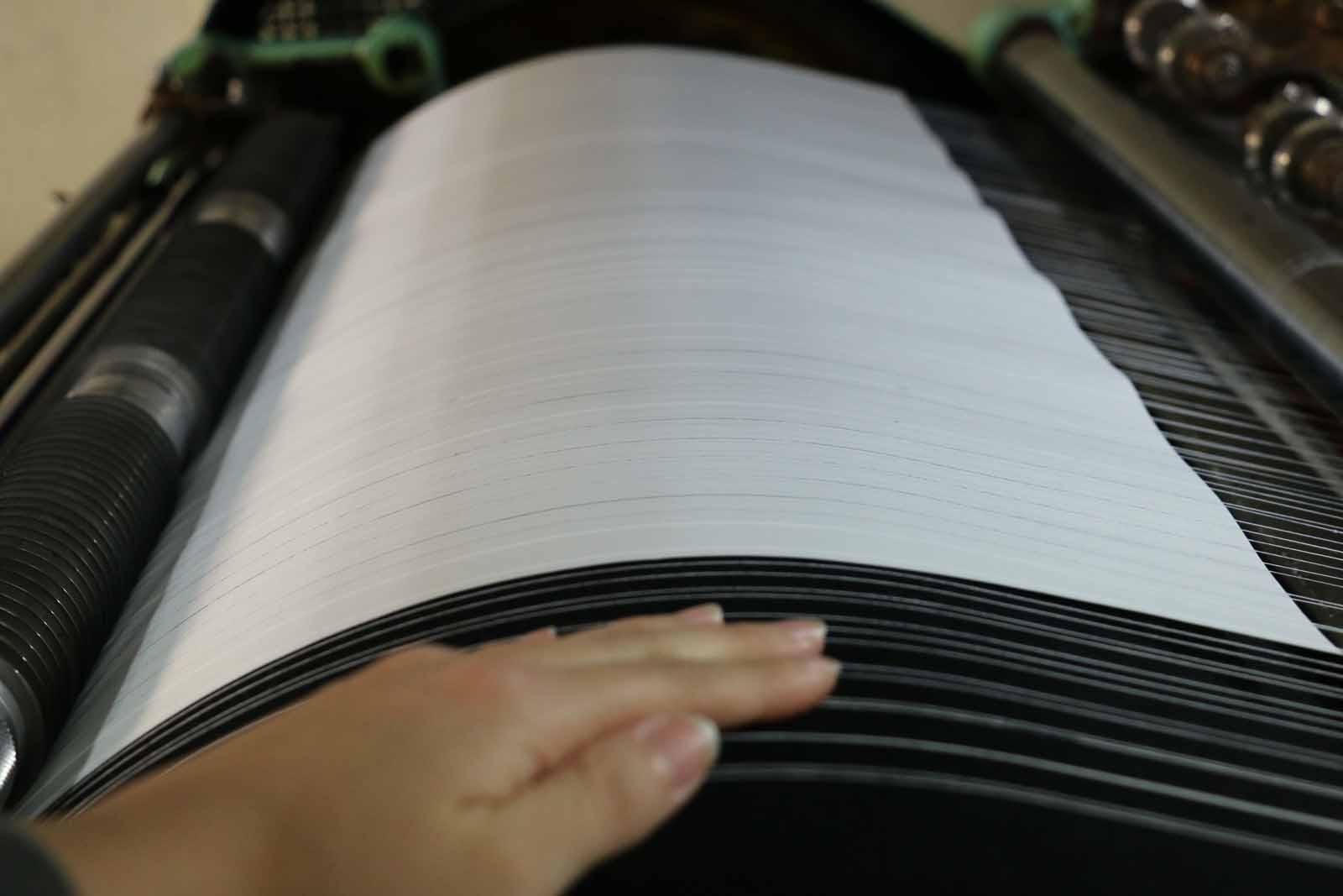 インクがすぐ乾くよう、紙を送る土台にはヒーターが入っています