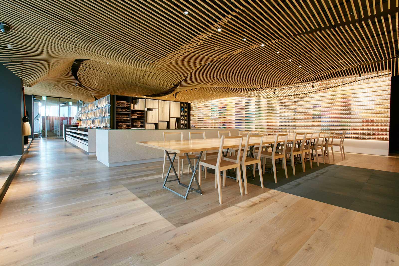 竹の簾(すだれ)をイメージした天井が印象的(写真提供/PIGMENT)