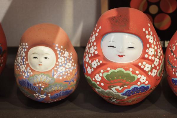 店内では、大正〜昭和につくられた古い人形も展示されています。