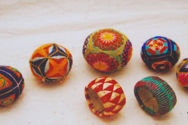 These are thought to be ones from Kanazawa in the pre-war period.  Along with small Temari.