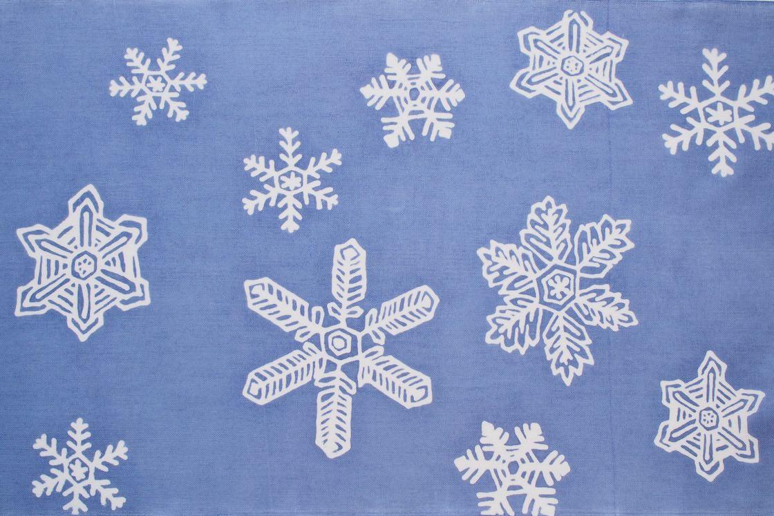 柔らかなタッチの雪の結晶は、ほっこりあたたかい雰囲気。