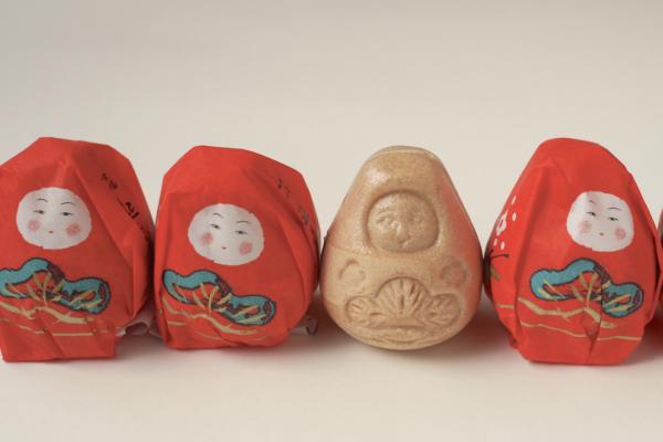 小豆がずっしり詰まったもなか。もなかの皮は「中島めんや」さんで見た木型そっくりです。