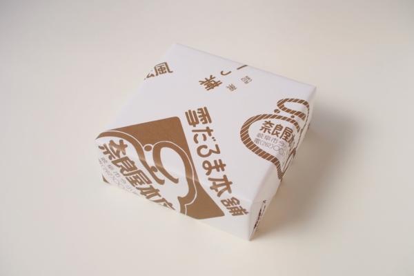 「雪だるま本舗」のネーミングと、だるまマーク。これまた、とっておきたい包み紙です。