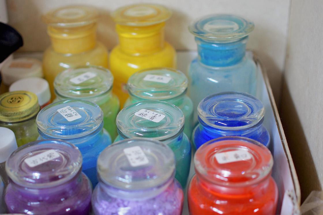 彩色に使う岩絵の具
