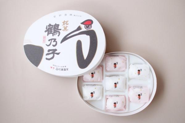 現在の「鶴乃子」。卵型の箱は今も健在です。