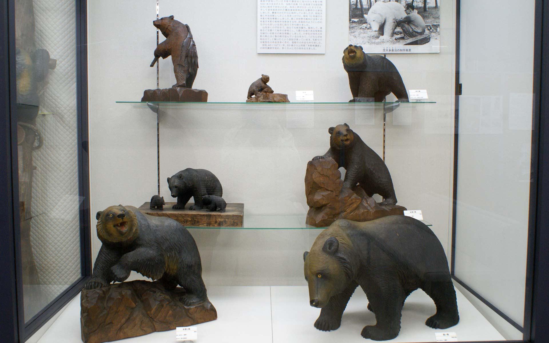 茂木多喜治の木彫り熊たち