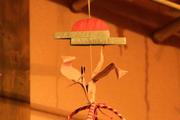 吊るすと1番上に、日の出と鶴が。