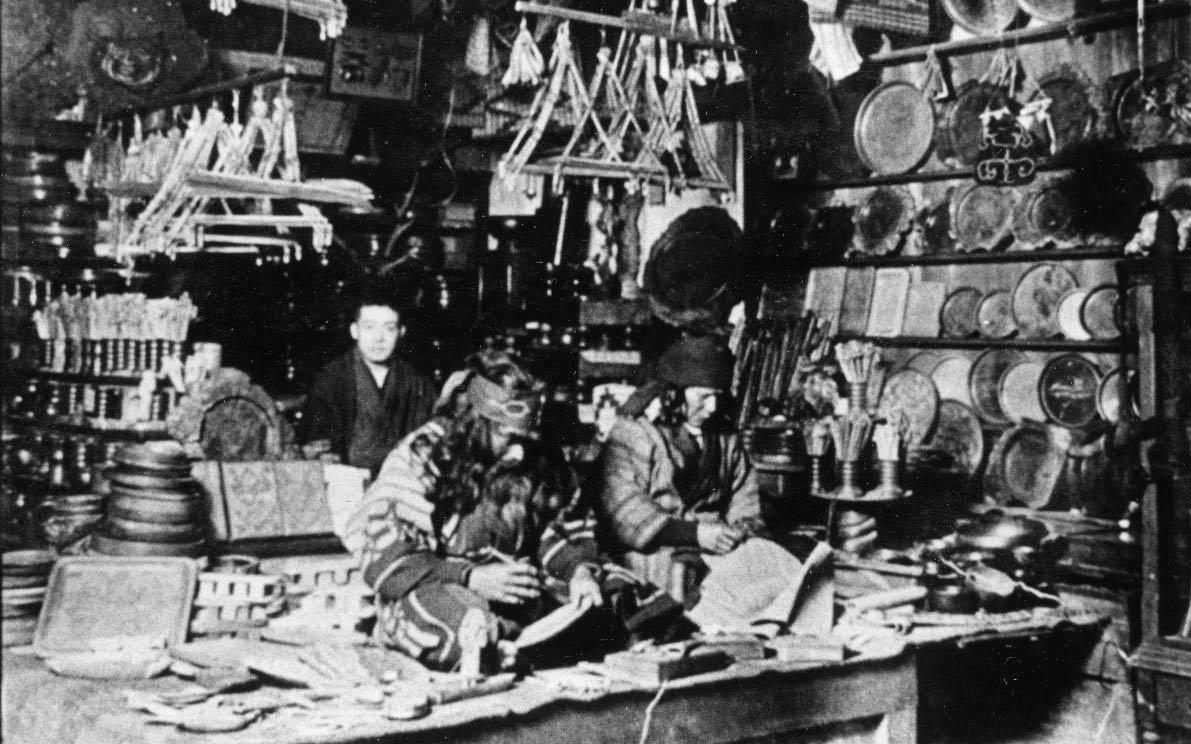 1909年(明治42年)撮影 神崎商店の様子