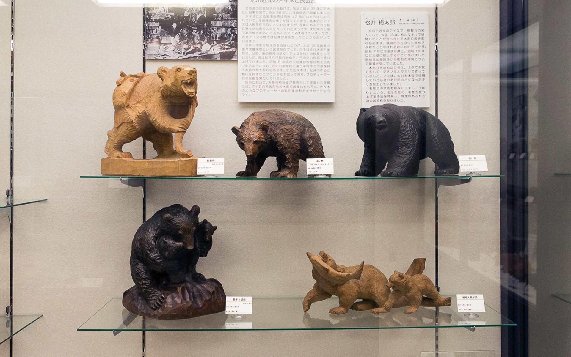 旭川で彫られた木彫り熊たち