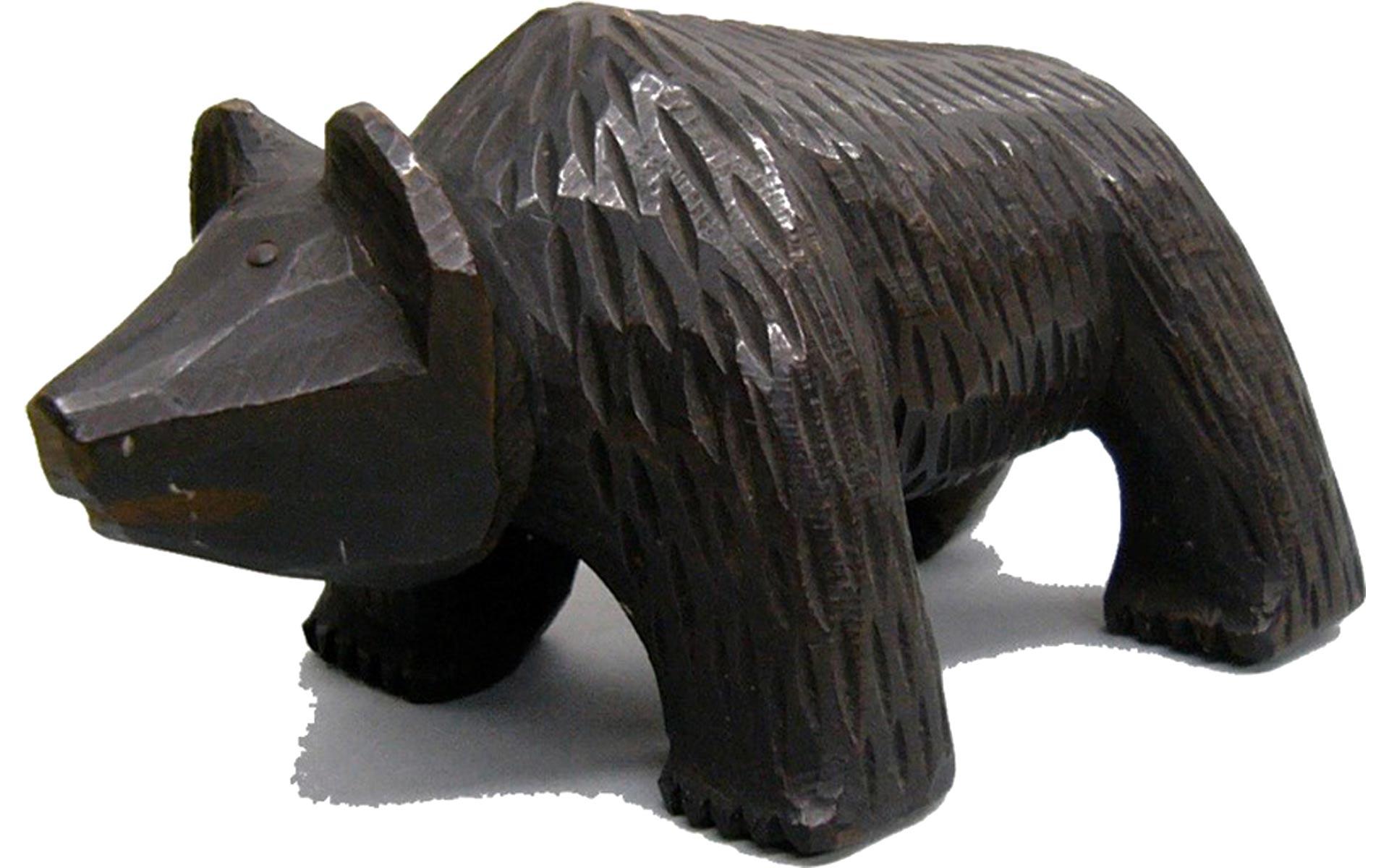 大正末~昭和初期頃(1920年代頃)に旭川の近文(ちかぶみ)で彫られていた木彫り熊