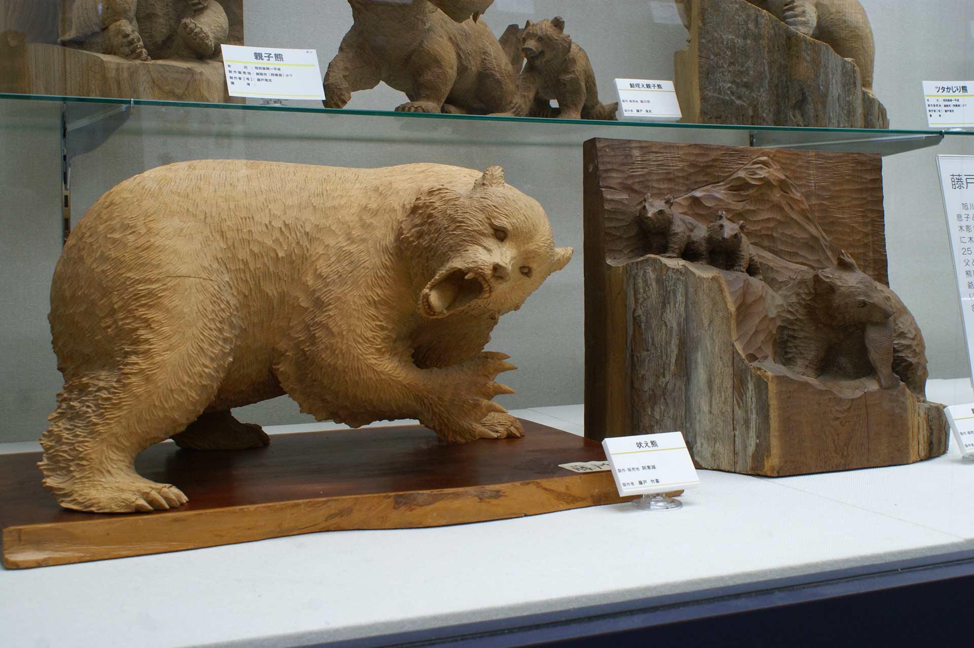 藤戸竹喜さんの木彫り熊