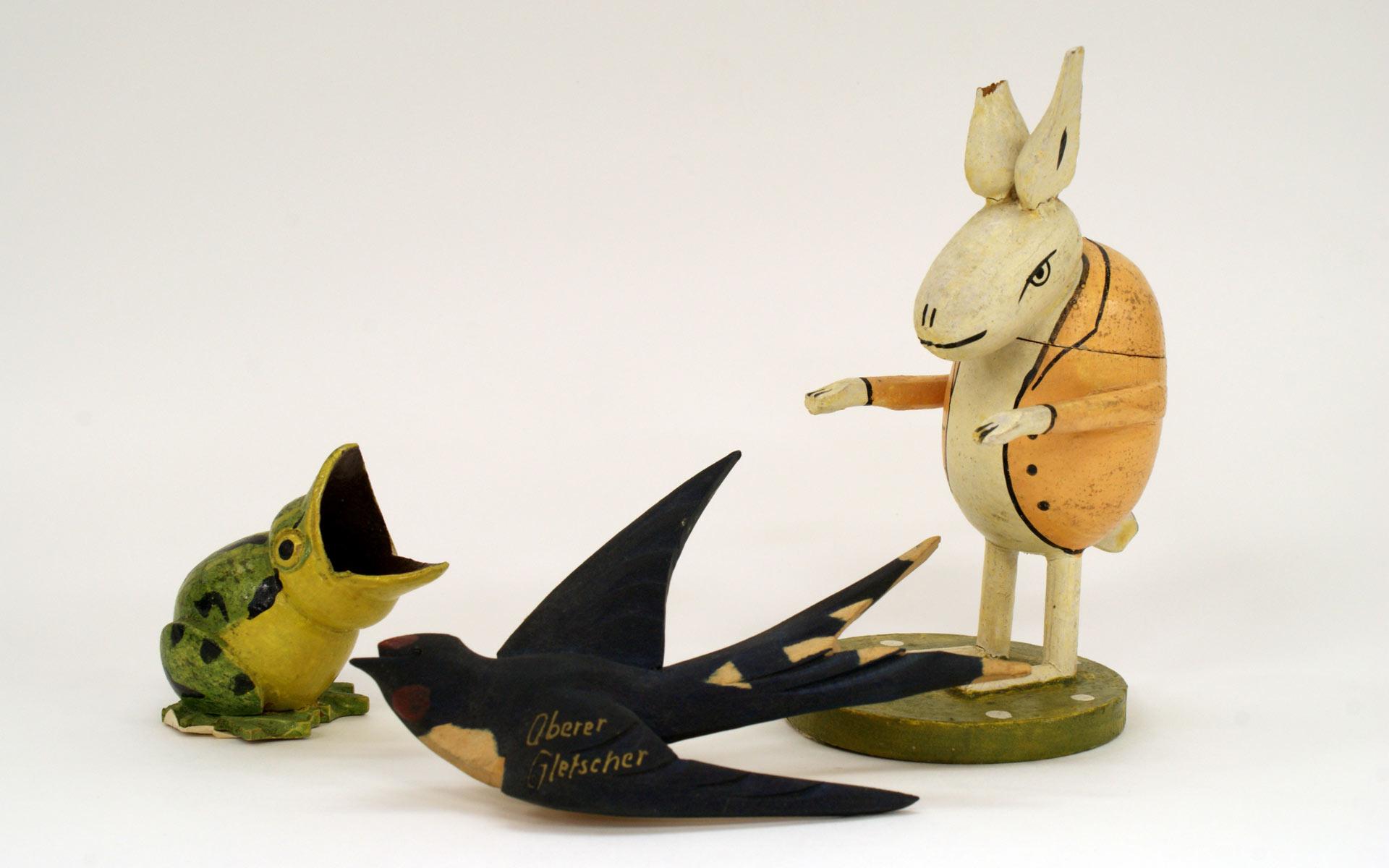 昭和初期(1920~30年頃)に参考にしたイタリア製のカエルとウサギ、ドイツ製のツバメ
