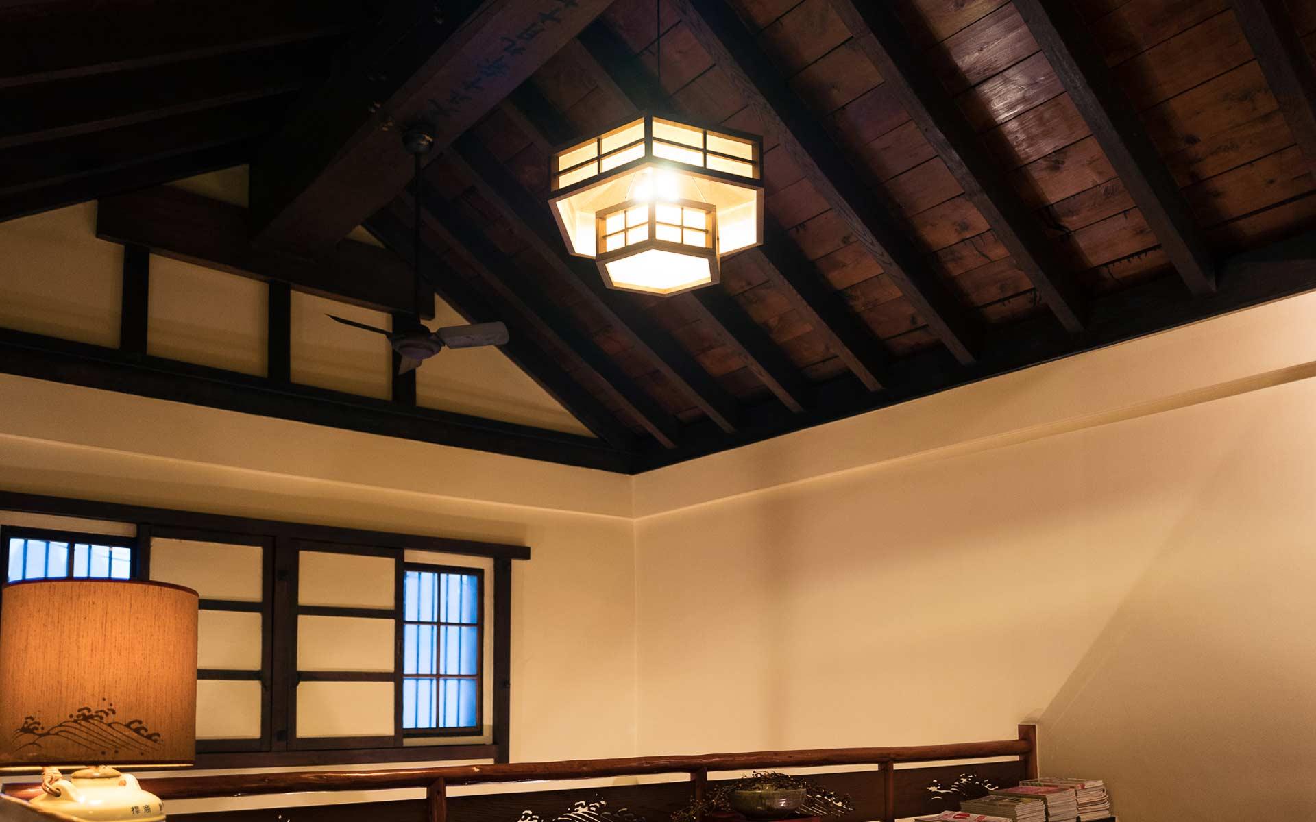 天井部分は質蔵そのままの梁を生かした造り