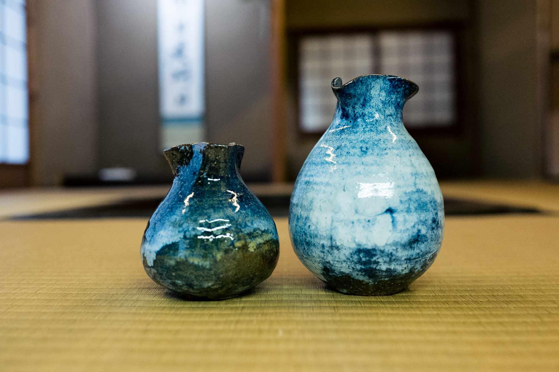 今回の窯出しで作られた青色が美しい徳利