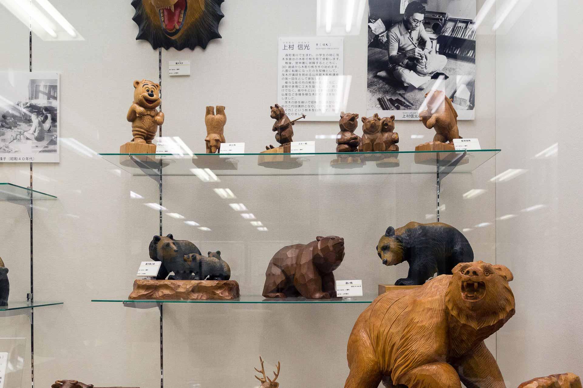 上村信光の木彫り熊たち