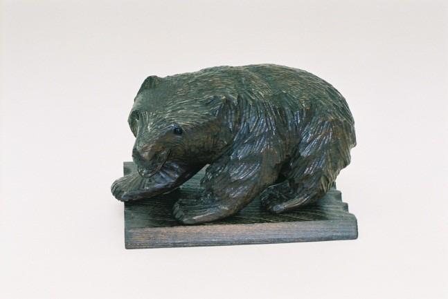 昭和初期(1920~30年頃)に松井梅太郎が彫ったとされる木彫り熊