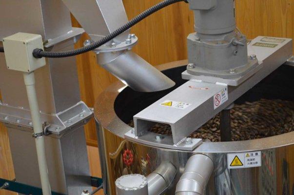 種を加熱し圧搾しやすくする「クッカー」という機械