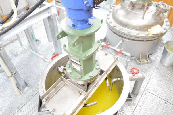 余分な酸を取り除いて湯洗いする機械