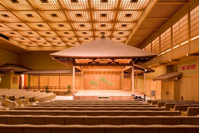 横浜能楽堂の能舞台は、関東に現存する最古の能舞台。横浜市の文化財にも指定されている貴重なものです。