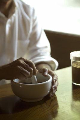 伝統のレシピを基に現代に溶け込む新しい香りを調香