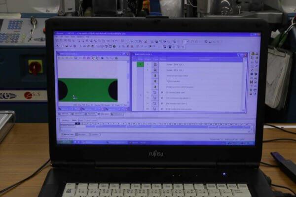 「ぬげにくいくつした」のプログラム画面。向かって左にパイル編みの図、右には機械への指示が細かく組まれている