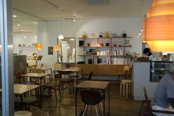 ゆったりと寛げるカフェは、観光客だけでなく地元のリピーターも多いそう。