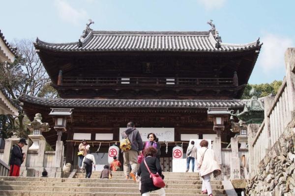 大門。ここからぐっと神社らしくなります。