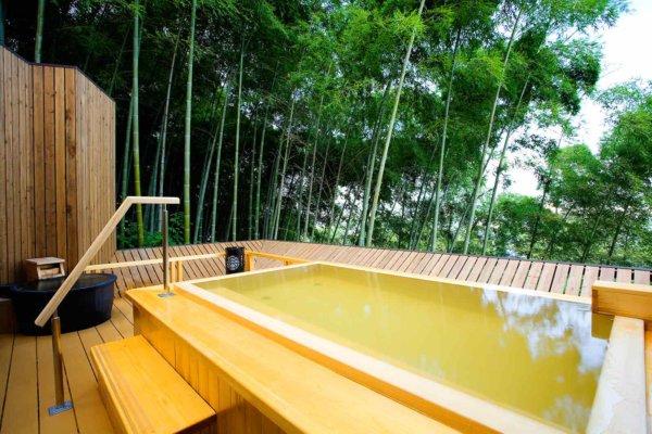 竹林に囲まれた清々しい露天風呂「吉祥の湯」