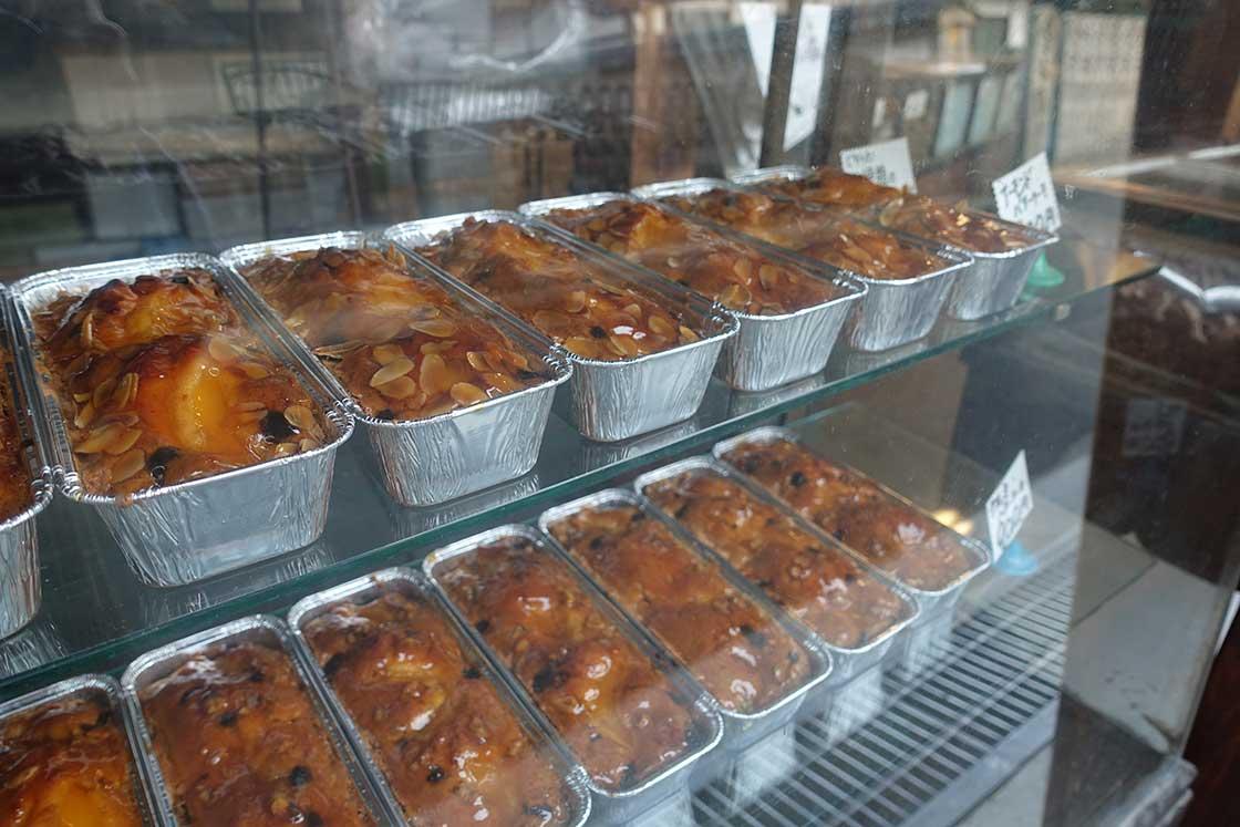 アーモンドバターケーキ、クルミバターケーキも人気商品