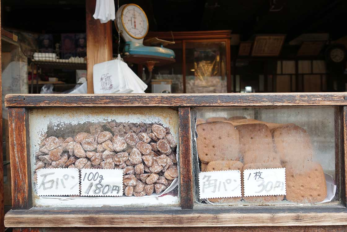 お菓子は、グラム数、または枚数で注文