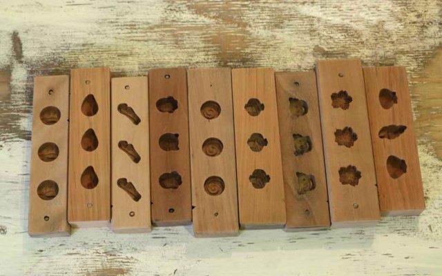 左からオリーブ、ツル、わらび、ネコ、うずまき、打ち出の小槌、コアラ、桜、貝づくし。