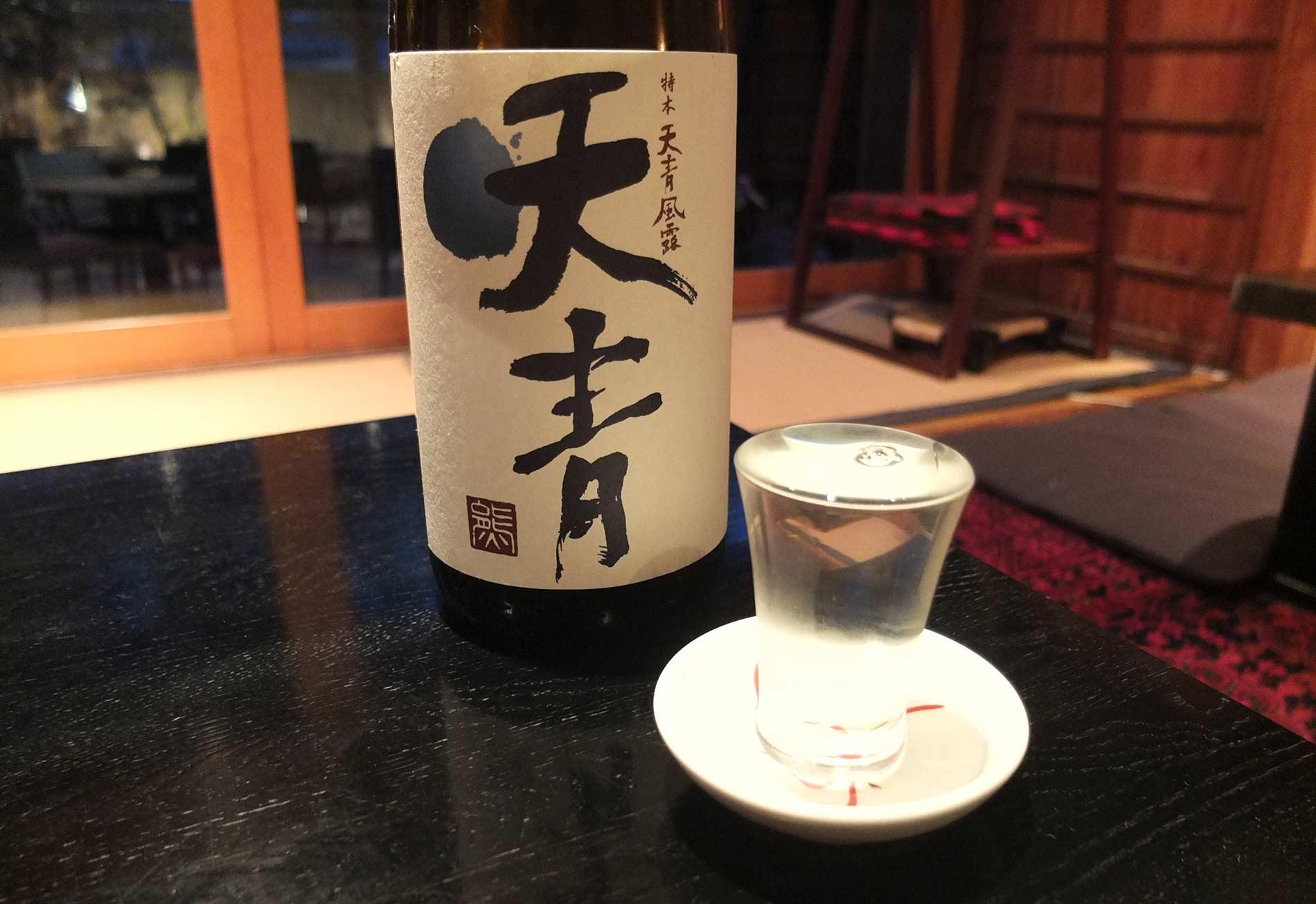 キリリと冷えた日本酒とお蕎麦の相性は最高です