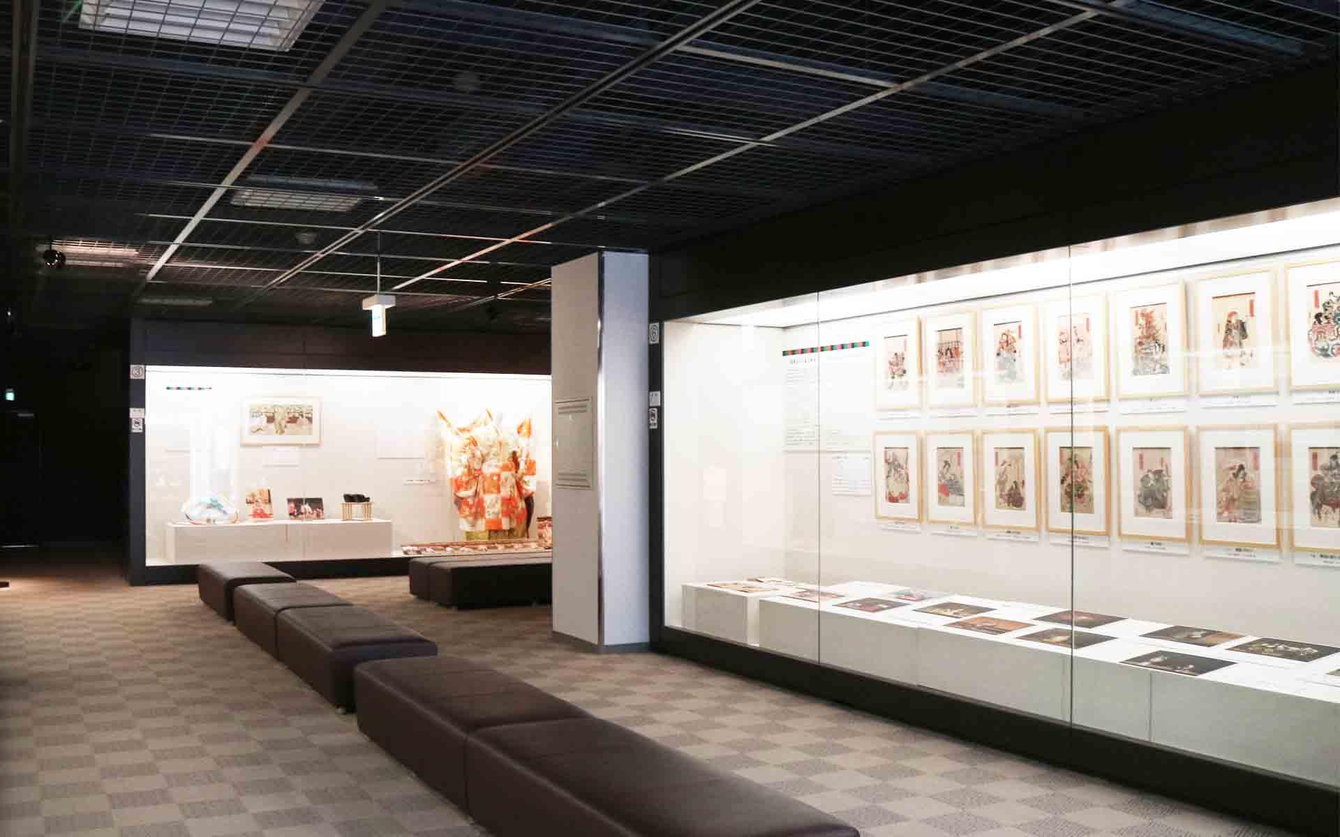 伝統芸能情報館、展示室。