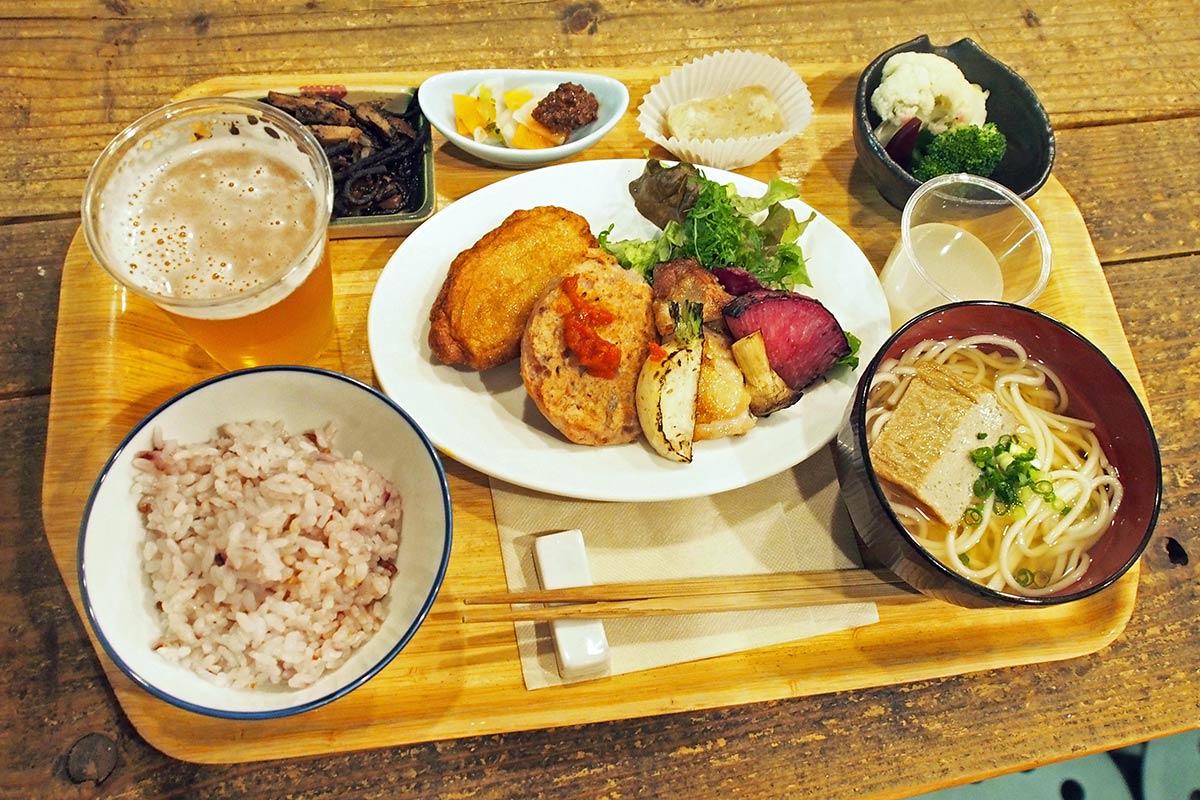 五島の食材を使った定食を鎌倉の食堂で提供