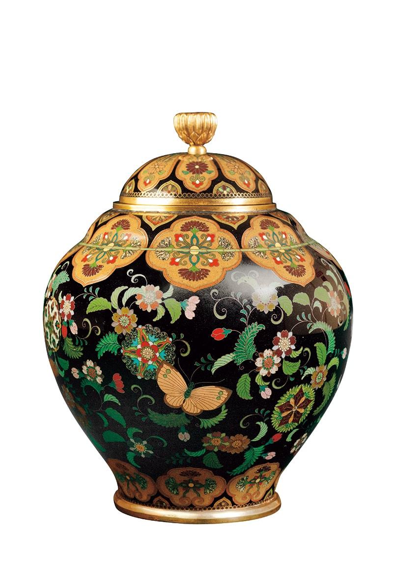 並河靖之《蝶に花丸唐草文飾壺》京都国立近代美術館蔵