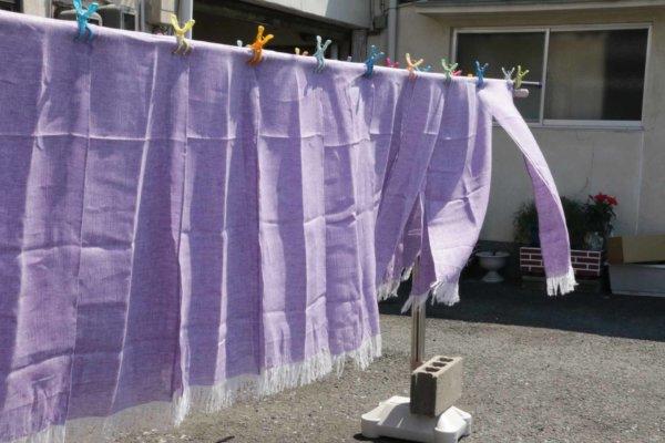 房を洗ったショールを干しているところ。風に吹かれてキレイでした