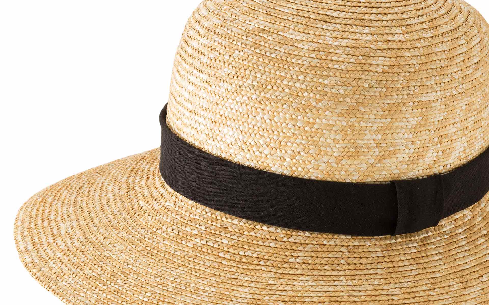 麦わら帽子の小麦色