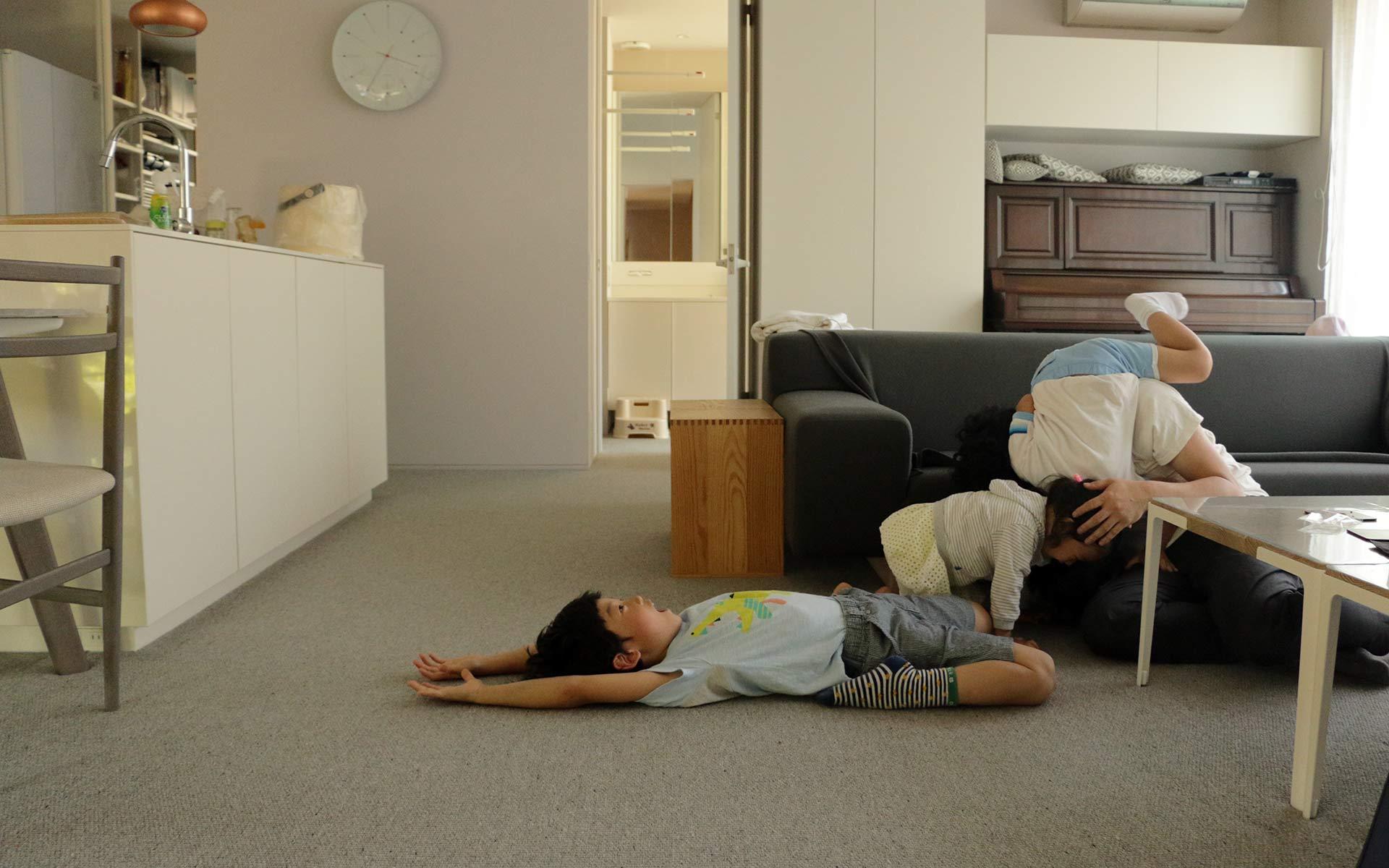 「堀田カーペット」のご自宅を訪問。お風呂とトイレ以外、すべてカーペットの暮らしとは?