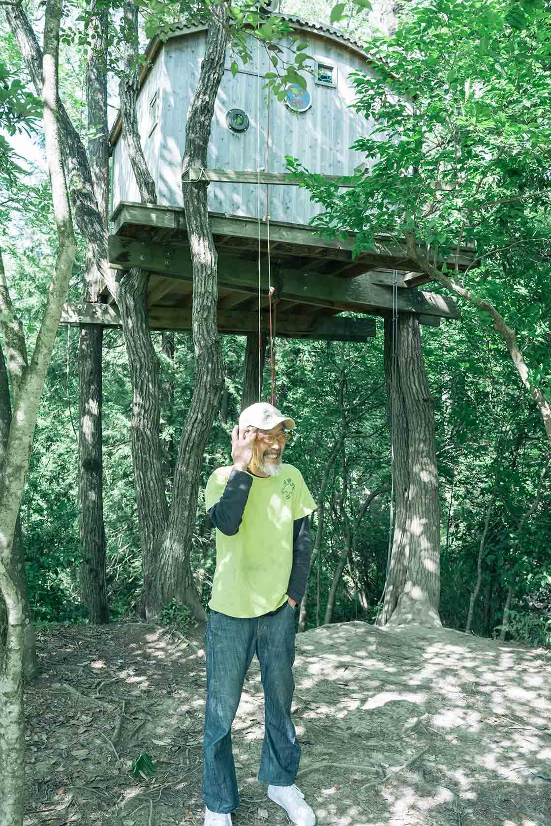 ツリーハウスを制作した木工作家の山本さん