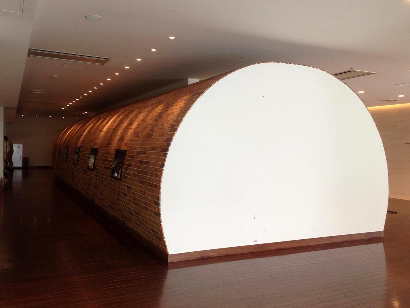 うなぎの寝床をイメージした展示スペース