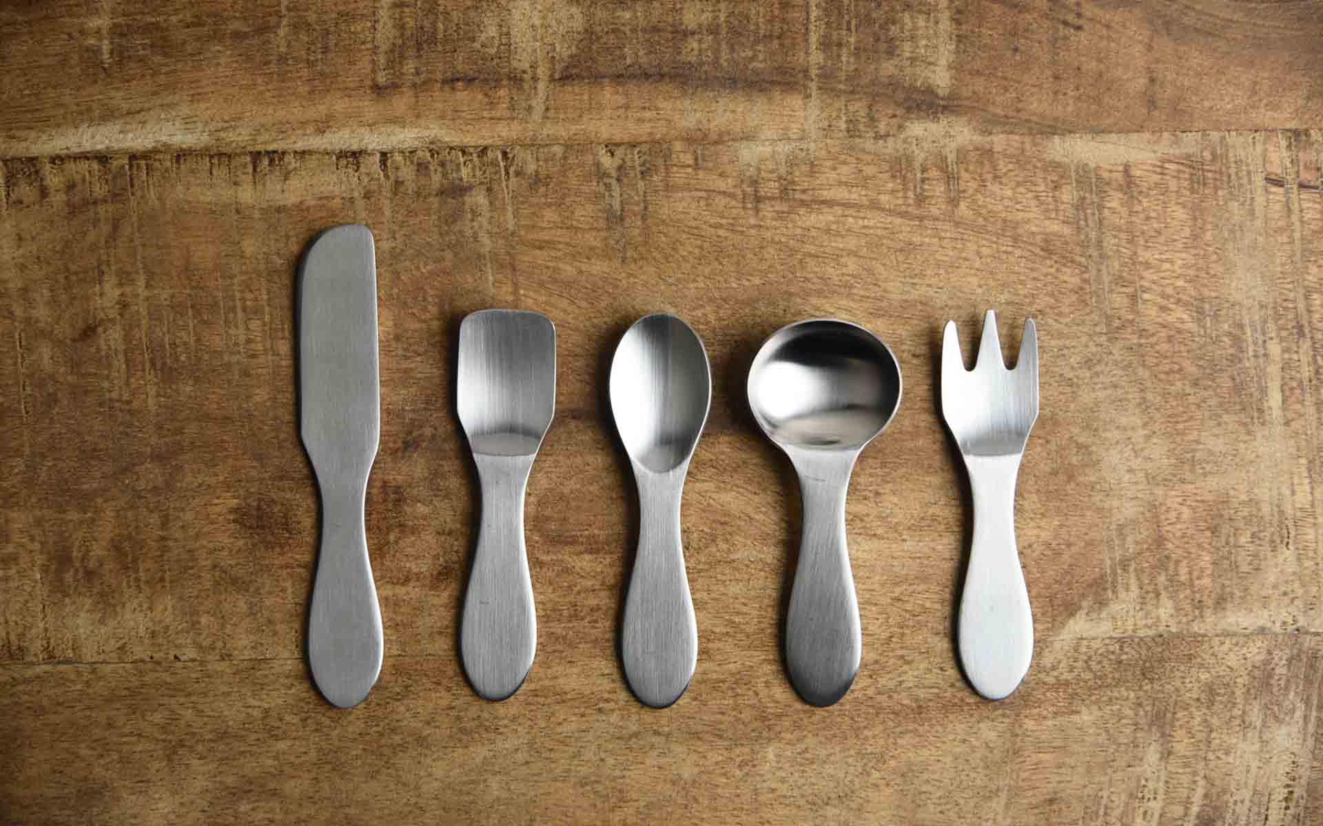 食卓を彩る手のひらサイズの金属製品、燕市でつくられたプチカトラリー